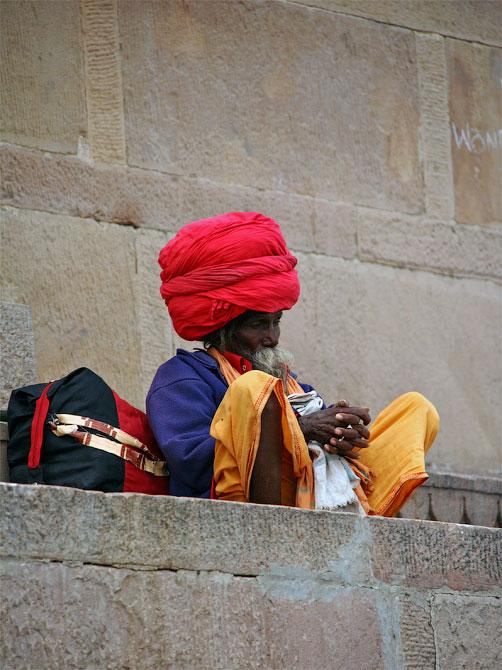 Отшельник в красном тюрбане, Варанаси, Индия
