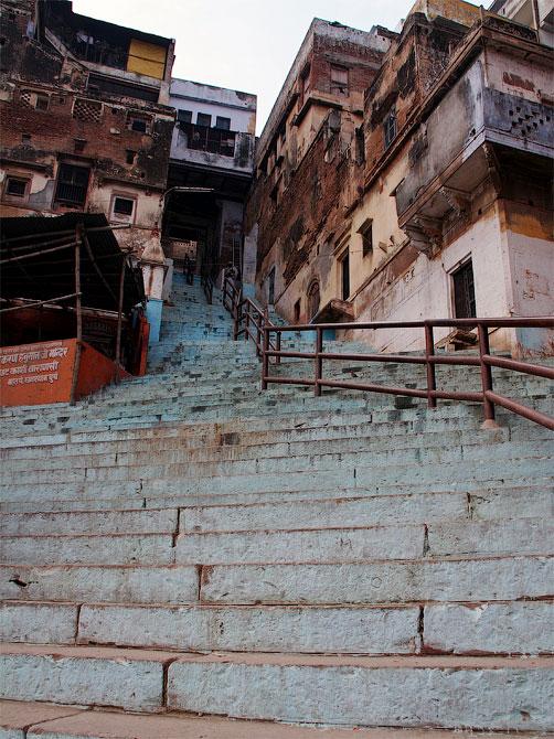 Лестница в старый город, Варанаси, Индия