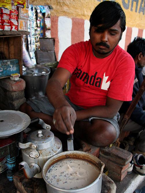 Торговец чаем Ашок, Кедар гат, Варанаси, Индия