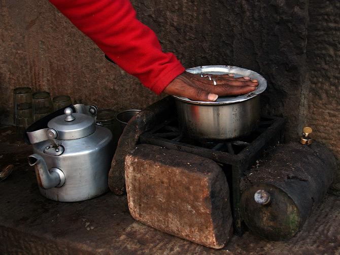 Чайный прилавок в Варанаси, Индия