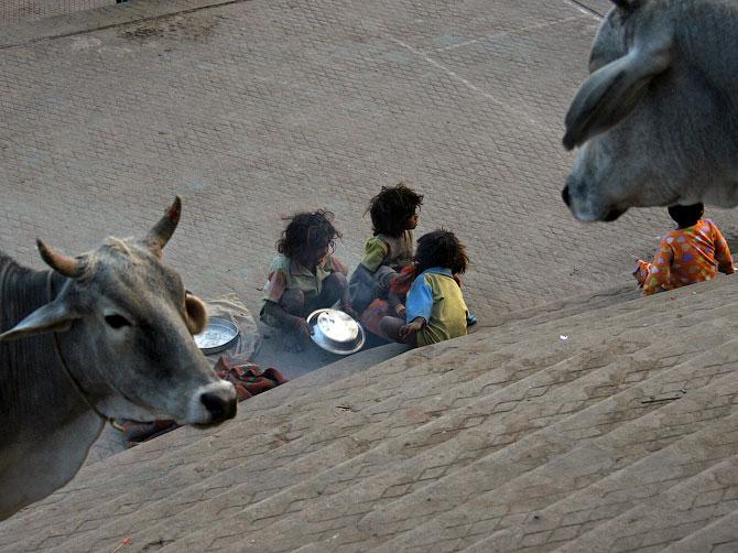 Дети-неприкасаемые в Варанаси, Индия