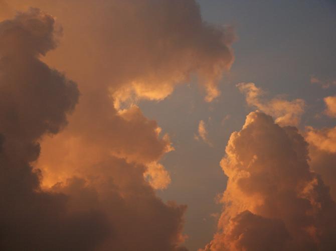 Закатное небо в Дарамсале, Индия