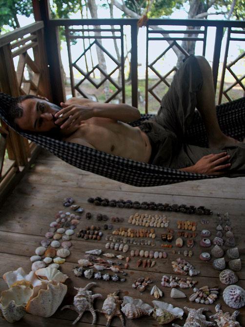 Декстер в гамаке, остров Ве, Индонезия