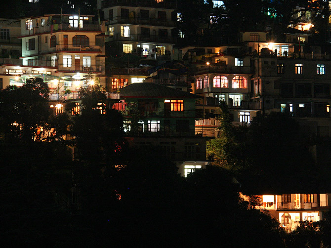 Маклеод Ганж ночью, Дарамсала, Индия