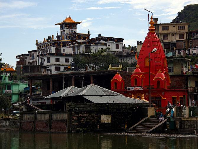 Буддистский монастырь и индуистский храм, Ревалсар, Индия