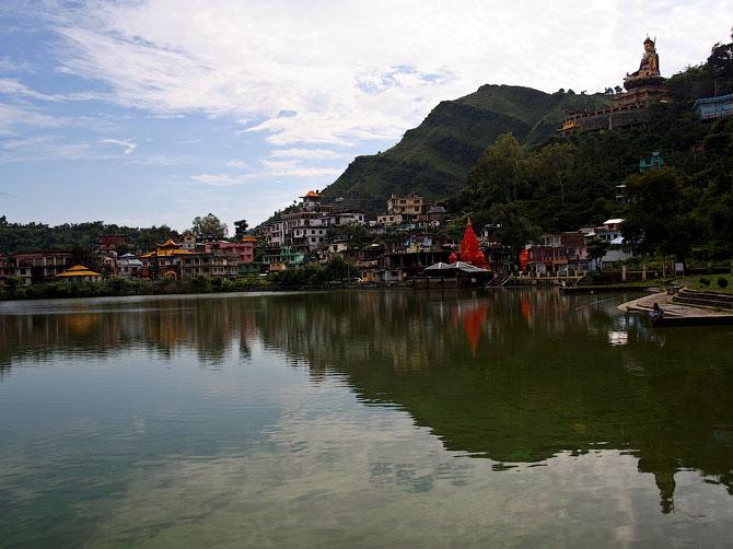 Священное озеро Ревалсар, Индия