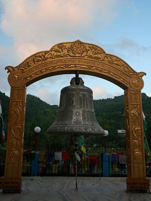 Монастырский колокол, Ревалсар, Индия
