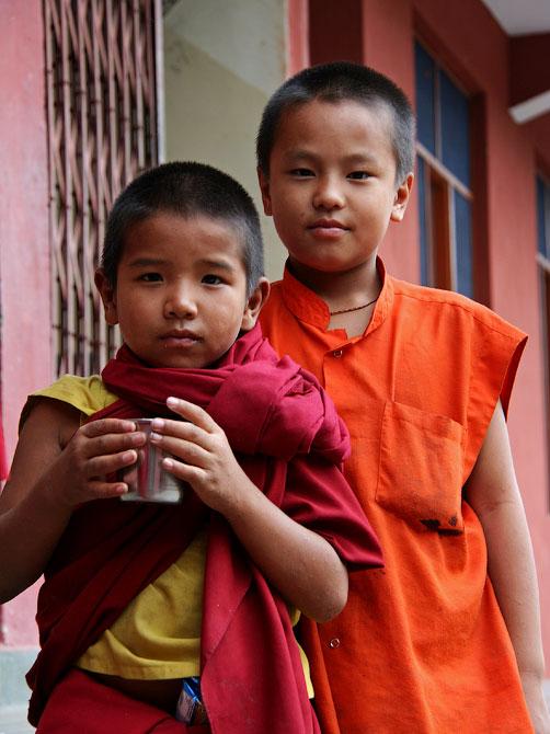 Мальчики-монахи в Ревалсаре, Индия