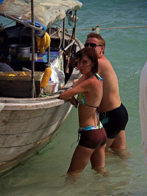 Лодка-кафе на пляже Railay, Таиланд