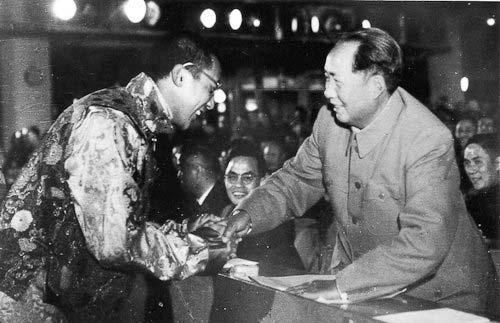 Молодой Далай-лама XIV и Мао Цзедун