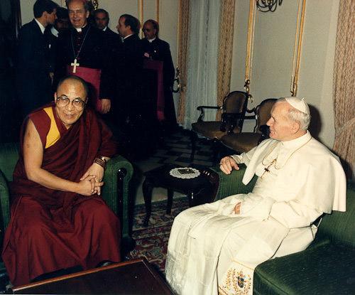 Далай-лама XIV и Папа Римский Иоанн Павел II