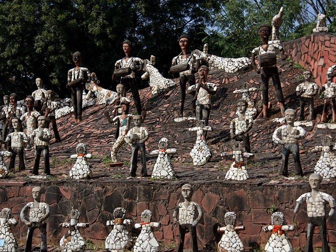 Статуи людей в Парке камней, Чандигар, Индия