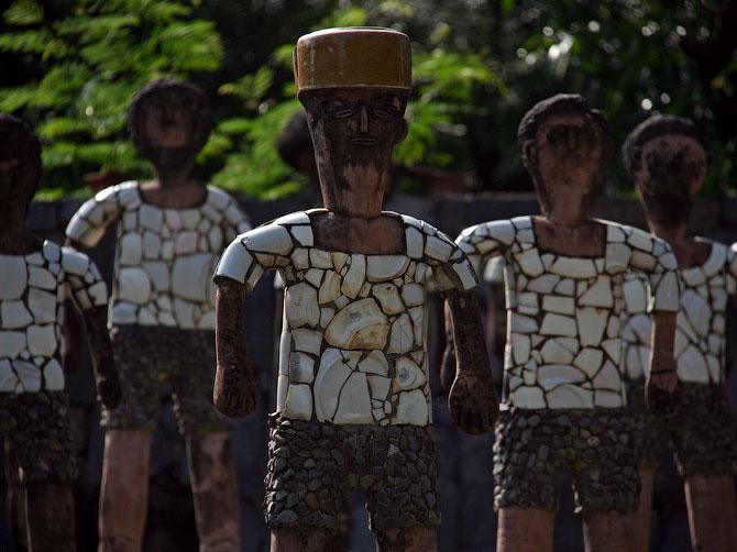 Статуи мужчин в Парке камней, Чандигар, Индия