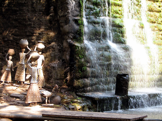 Водопад в Парке камней, Чандигар, Индия