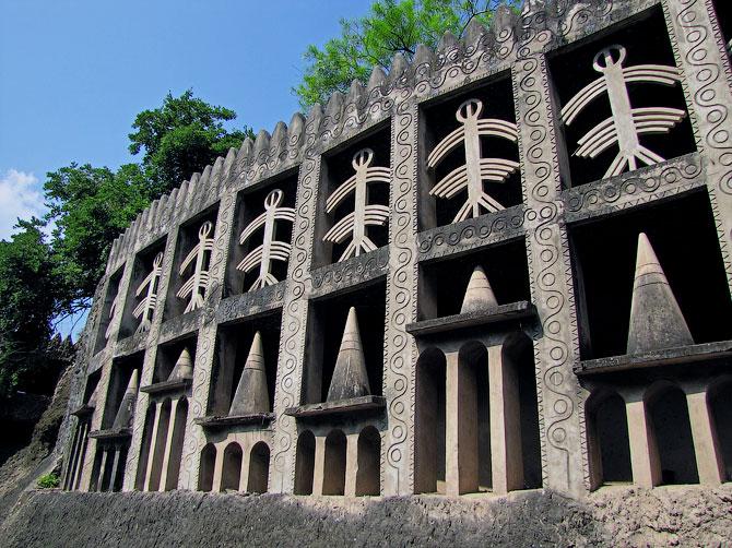 Бетонная стена с орнаментом в Парке камней, Чандигар, Индия