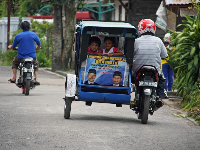 Бечак - мотоцикл с коляской, Такенгон, Суматра, Индонезия