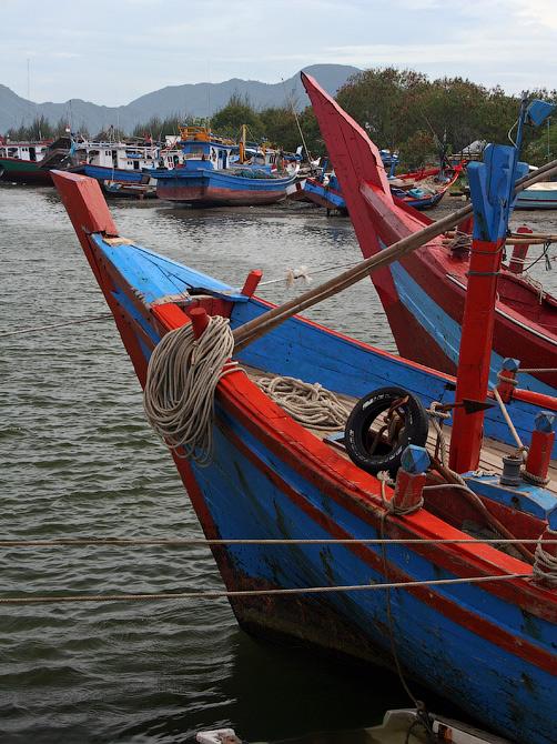 Рыбацкие катера в порту Банда Аче, Суматра, Индонезия