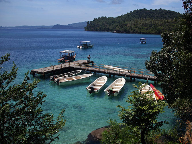 Пристань в лагуне Ибу на острове Ве, Суматра, Индонезия
