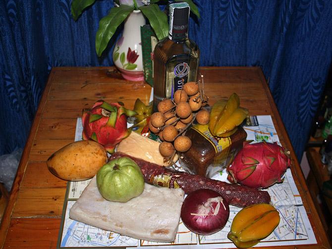 Хортица, сало и тайские фрукты