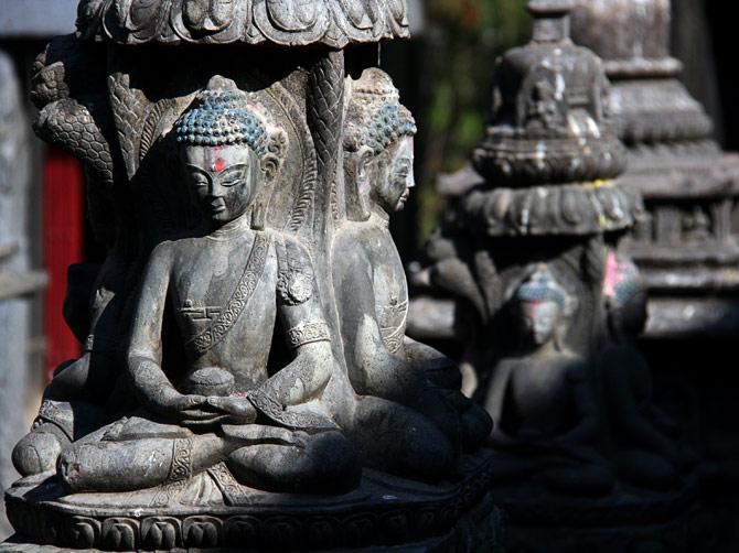 Сидячие Будды в одном из храмов Катманду, Непал