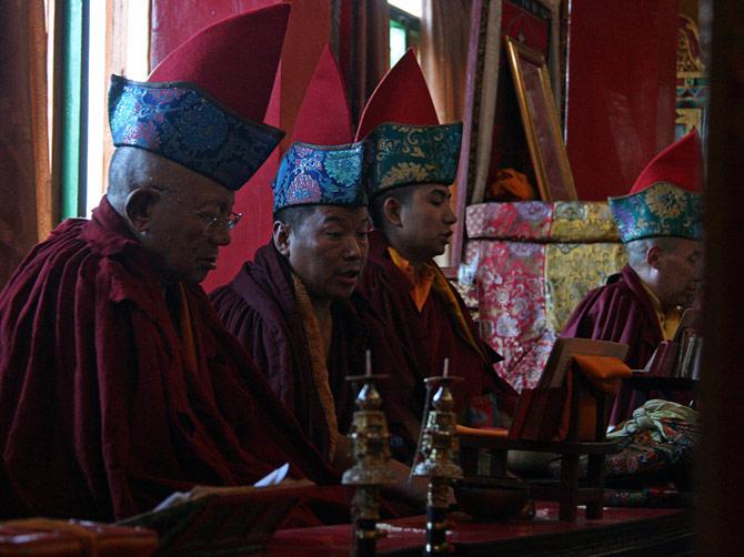 Буддистская служба в одном из храмов Катманду, Непал