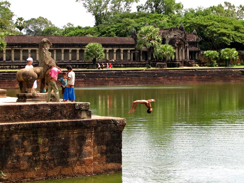Дети у Ангкор Ват