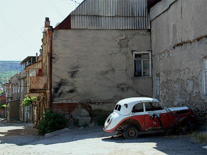 Машина в центре Тбилиси